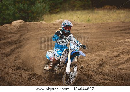 24 september 2016 - Volgsk, Russia, MX moto cross racing - the motorcycle comes to a turn and throwing a spray of dirt, telephoto