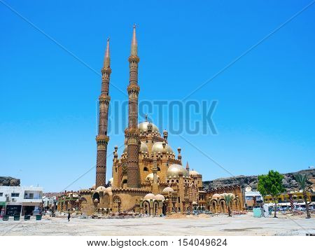 Mosque Al-Mustafa is located in the area of Delta Sharm in Sharm El Sheikh.