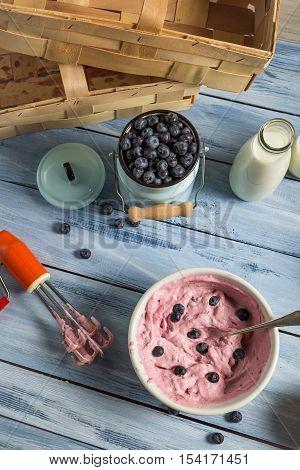 Ice Cream Made with Mixed Yogurt And Blueberries