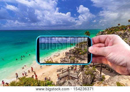 Making photos by smartphone of the beach in Tulum