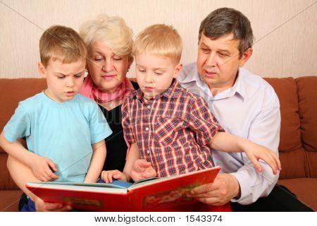 Grandparents With Grandcgildren
