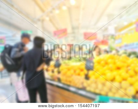 Blurry and soft focus Couples Lovers are choosing fruit in the fruit shop.