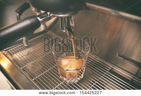 Coffee machine makes coffee into �up