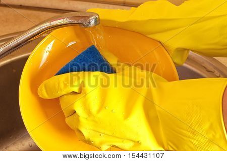 Cleaning dishware kitchen sink sponge washing dish