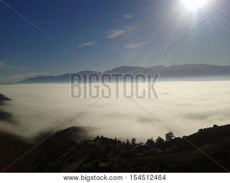 la photo représente la baisse des nuages en printemps