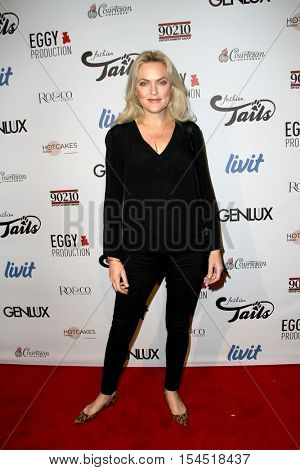 Elaine Hendrix arrives at the