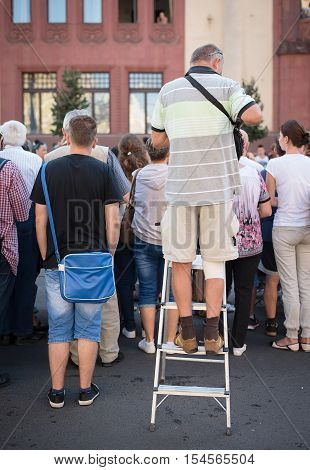 People View The Carnival In The City