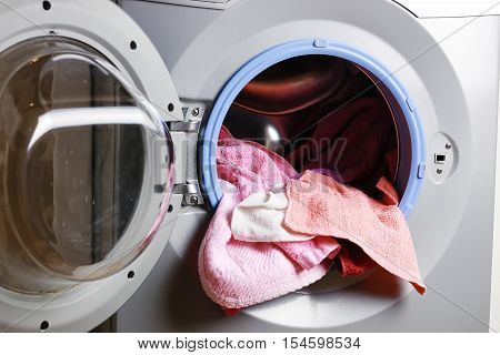 Preparing the laundry from the basket to the laundry in an automatic washing machine