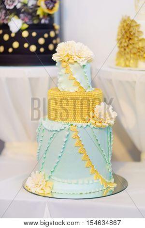 Fancy Delicious Green Wedding Cake