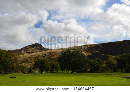 Lush green landscape at Arthur's Seat in Scotland.