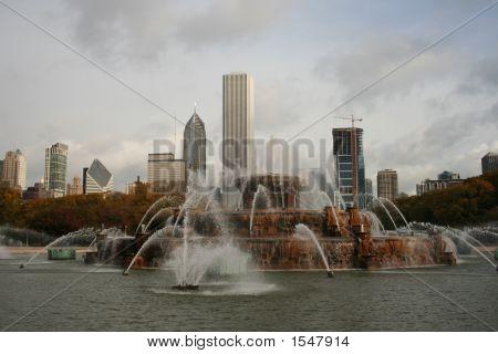 Buckingham Fountain And Chicago Skyline