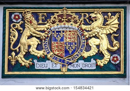 Royal coat of arms of the United Kingdom having the motto Dieu et Mon Droit
