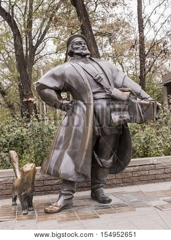 Rostov-on-Don Russia -October 29 2016: Sculpture peddler with a cat on the street Bolshaya Sadovaya