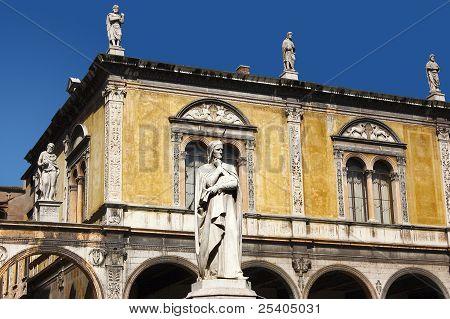 Dante square of Verone - Piazza Dante a Verona