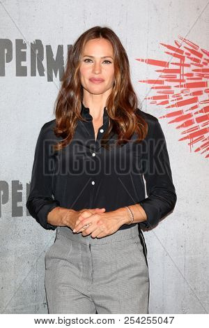 LOS ANGELES - AUG 17:  Jennifer Garner at the Photo Call For STX Films'