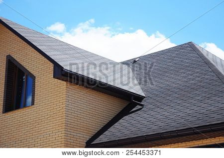 Asphalt Shingles House Roofing Construction, Repair. Problem Areas For House Asphalt Shingles Corner
