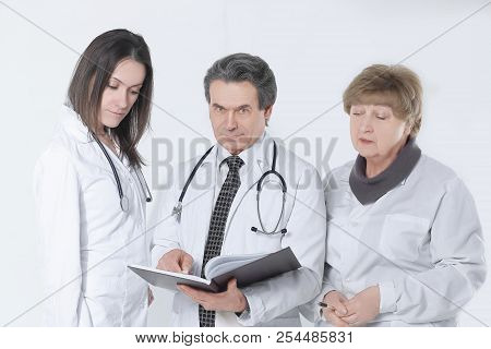 Group Of Doctors Discuss The Diagnosis Of The Patient.isolated O