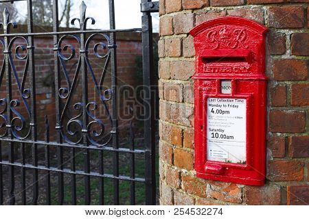 Buckingham, Uk - January 16, 2016. A Traditional British Post Box Is Set Into A Wall Outside A House