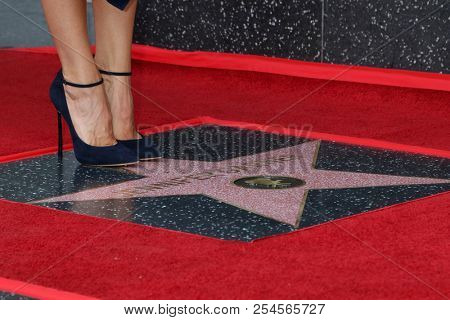 LOS ANGELES - AUG 20:  Jennifer Garner feet with WOF Star at the Jennifer Garner Star Ceremony on the Hollywood Walk of Fame on August 20, 2018 in Los Angeles, CA