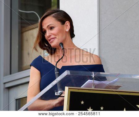 LOS ANGELES - AUG 20:  Jennifer Garner at the Jennifer Garner Star Ceremony on the Hollywood Walk of Fame on August 20, 2018 in Los Angeles, CA