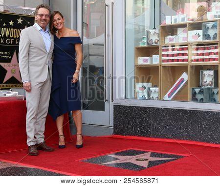 LOS ANGELES - AUG 20:  Bryan Cranston, Jennifer Garner at the Jennifer Garner Star Ceremony on the Hollywood Walk of Fame on August 20, 2018 in Los Angeles, CA