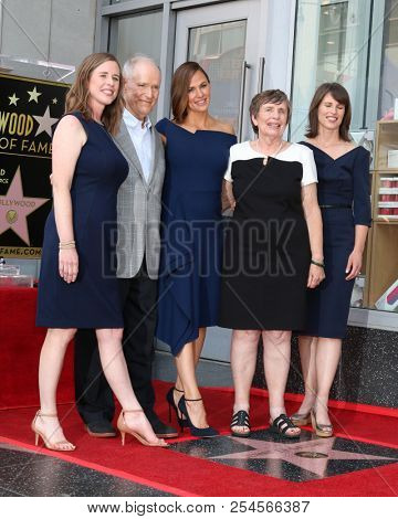 LOS ANGELES - AUG 20:  Susannah Carpenter, Bill, Jennifer, and Patricia Garner, Melissa Wylie at the Jennifer Garner Star Ceremony on the Hollywood Walk of Fame on August 20, 2018 in Los Angeles, CA