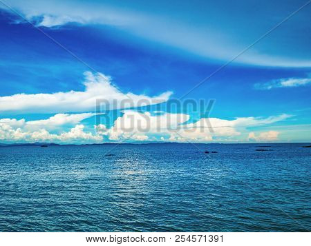 Amazing Idyllic Ocean And Cloudy Sky With Endless Horizon In Vacation Time,holiday,summer Concept