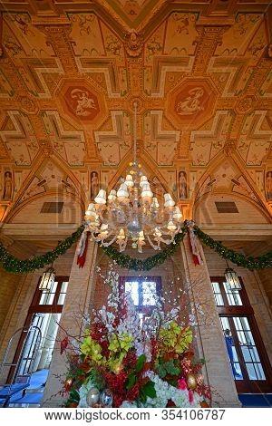 Palm Beach, Fl, Usa - Jan. 2, 2015: Grand Lobby Inside Breakers Hotel. Breakers Hotel Is A Historic
