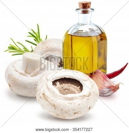 Raw Mushrooms, With Chillies, Olive Oil And Freco Rosemary (champignon, Cut Foot, Agaricus Bisporus)