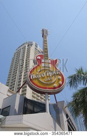 Surfers Paradise, Queensland, Australia - 8th December 2019 : View Of The Huge Guitar Hard Rock Cafe