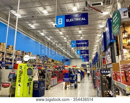 Orlando,fl/usa-1/20/20: The Signs Hanging From The Ceiling At Lowes Home Improvement Store That Desi