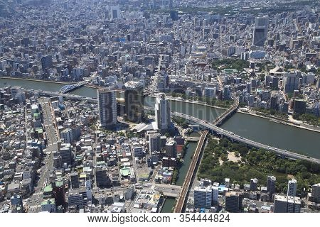 Tokyo, Japan - August 5, 2015: Cityscape Of Tokyo On August 5, 2015 In Japan. It Is The Bustling Cap