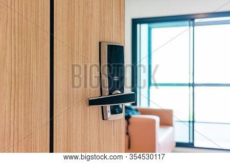 Hotel Or Apartment Bedroom Door Used Digital Door Lock For Access Control. Digital Door Lock Access