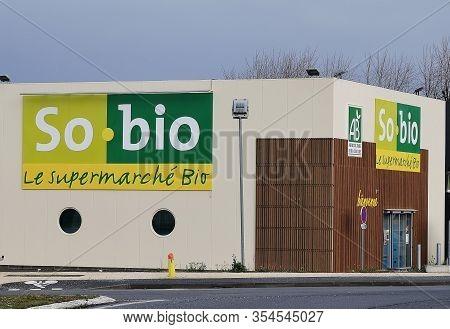 Bordeaux, France, March 07, 2020 : So Bio Shop, Boutique Logo Store Facade Sign Of The Organic Super