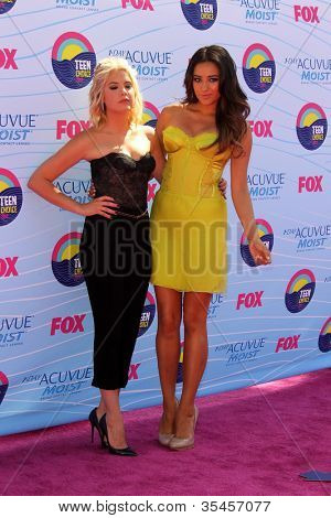 LOS ANGELES - JUL 22:  Ashley Benson, Shay Mitchell arriving at the 2012 Teen Choice Awards at Gibson Ampitheatre on July 22, 2012 in Los Angeles, CA