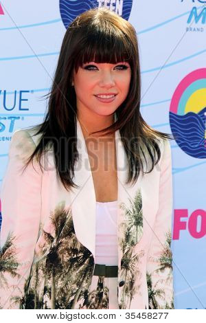 LOS ANGELES - JUL 22:  Carly Rae Jepsen arriving at the 2012 Teen Choice Awards at Gibson Ampitheatre on July 22, 2012 in Los Angeles, CA