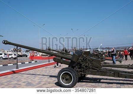 Military. Old Military Equipment Of The Ussr And Russia. Howitzer. Military-patriotic Park Of Cultur