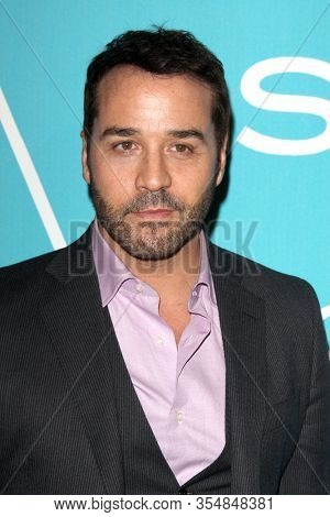 LOS ANGELES - DEC 8:  Jeremy Piven at the HFPA And InStyle Present