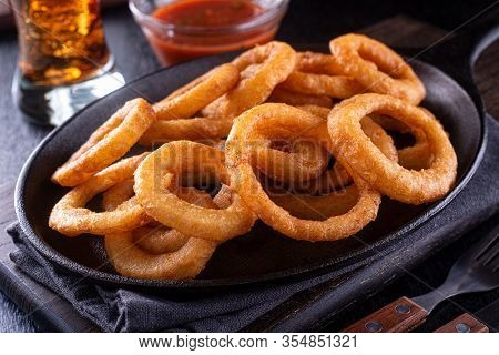 A Platter Of Delicious Restaurant Style Onion Rings.