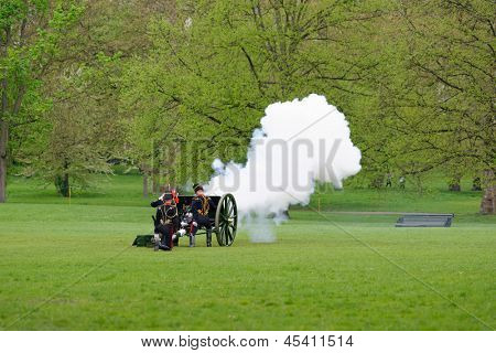 LONDON - UK, MAY 08: The King's Troop in Green Park are firing gun salutes for the State Opening of Parliament on May 8, 2013 in London.