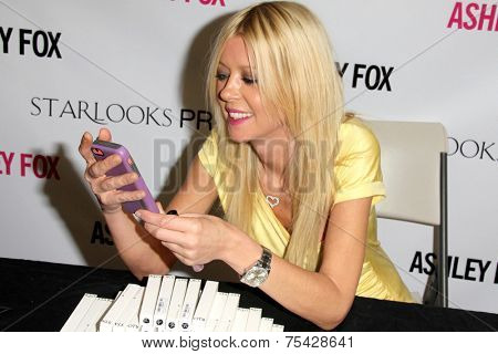 LOS ANGELES - NOV 2:  Tara Reid at the Launches Her Starlooks Cosmetics Line at the Ashley Fox Store, Stonewood Mall on November 2, 2014 in Downey, CA