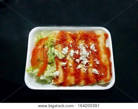 Una buena comida mexicana las llamamos entomatadas