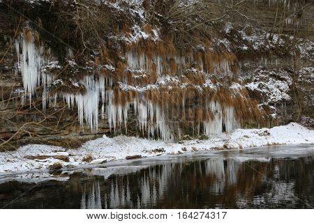 Jagst in the winter / Icicles hang from the bluff to the river.
