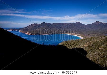 Wineglass Bay Lookout: The beautiful beach Wineglass Bay on the east coast of Tasmania has crysal clear blue water and is formed like a wingeglass.