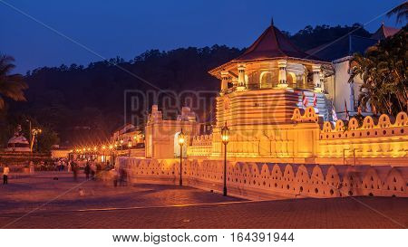 Kandy, Sri Lanka: Temple of the Tooth, Sri Dalada Maligawa at night