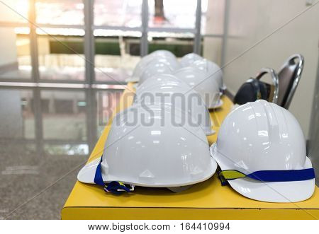 Many of the white helmet Engineer on the table and sun