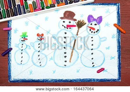 colorful oil pastels drawing - Happy snowman familly