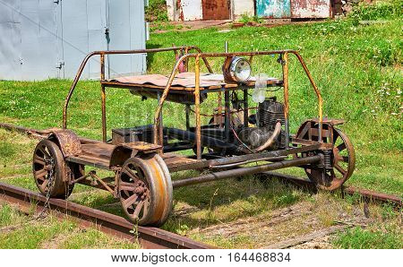 Railway trolley to broad gauge from internal combustion engine from a motorcycle