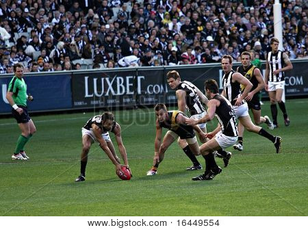 MELBOURNE - AUGUST 15: Collingwood's Brad Dick collects the ball on the forward line - Collingwood vs Richmond, August 15, 2009 in Melbourne