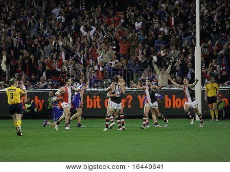 MELBOURNE - SEPTEMBER 18: Saint Kilda players cellebrate skipper Nick Riewoldt's match winning goal against the Western Bulldogs - Preliminary Final, September 18, 2009 in Melbourne, Australia.